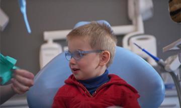 Quand la première visite chez le dentiste est-elle conseillée ?